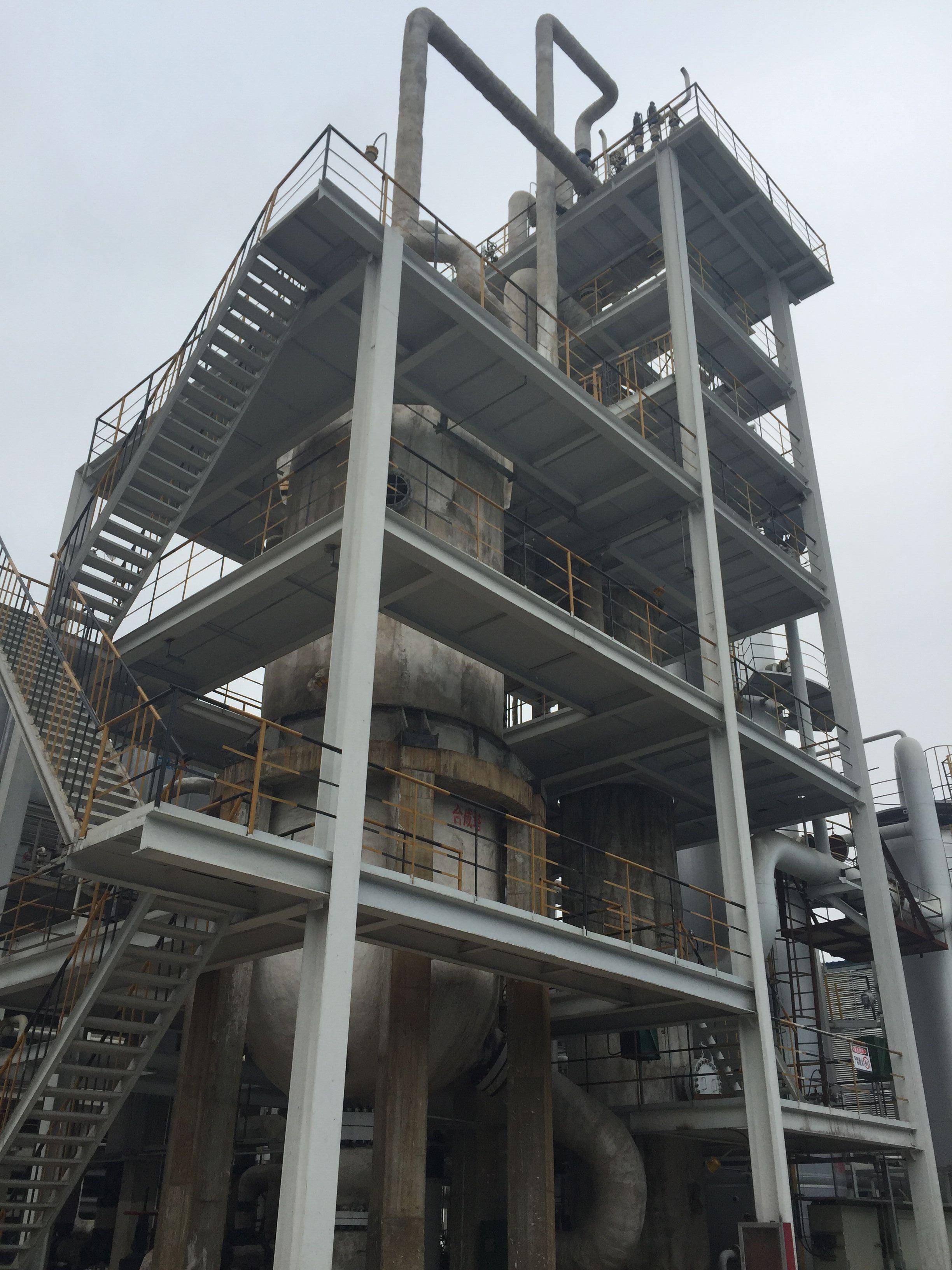 2016年4月16日下午6时,由杭州林达设计制造的DN3600甲醇合成塔在河南顺达化工成功导气产出甲醇产品,这标志着整个甲醇装置实现了全线打通。 河南顺达化工科技有限公司30万吨甲醇项目,以固定床气化生产低氮水煤气,气体经粗脱、变换、脱碳和压缩等工段获得合格甲醇原料气,甲醇合成技术由林达公司提供,合成压力5.